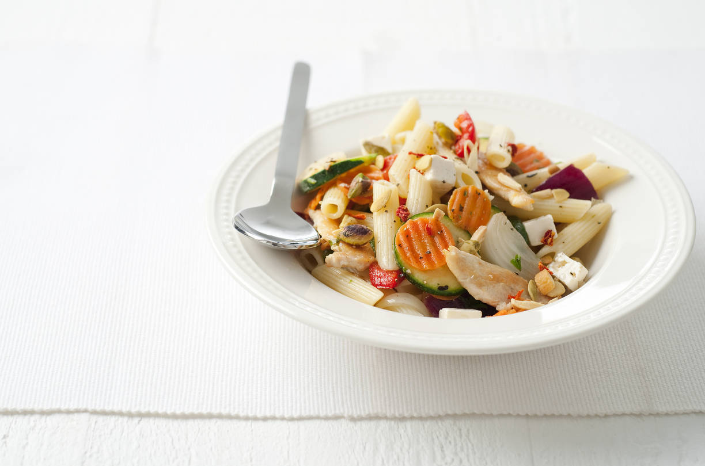 Mediterrane pastasalade met kip