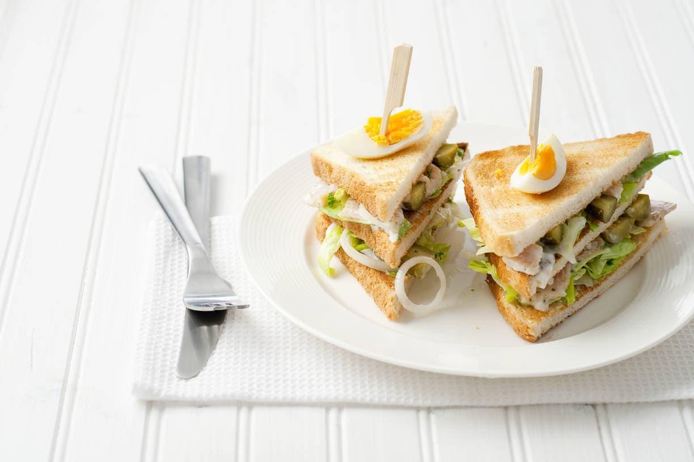 Clubsandwich met forelsalade