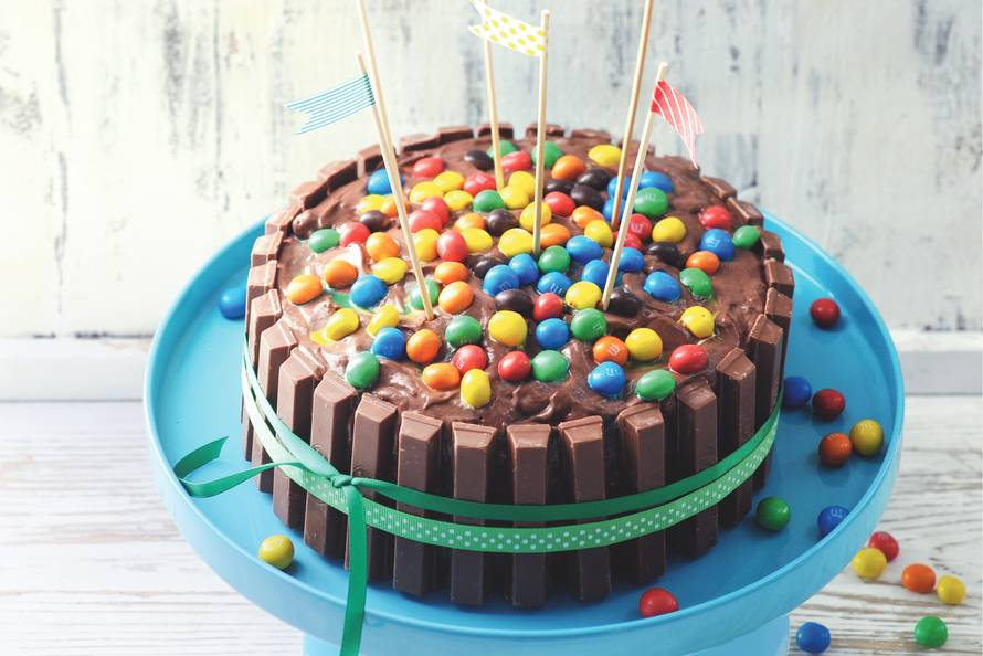 KIT­KAT-M&M-taart - Recept - Allerhande - Albert Heijn Smarties Ijs
