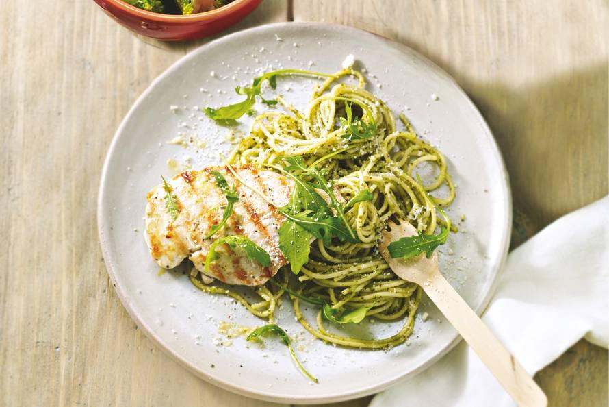 pasta pesto met kip - recept - allerhande - albert heijn