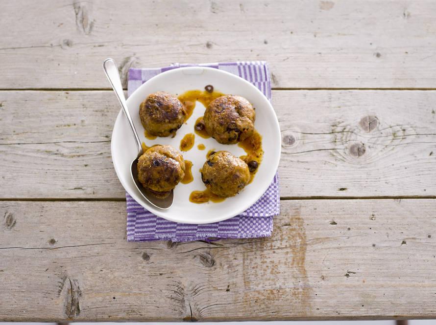 Gehaktballen met olijf en tomaat