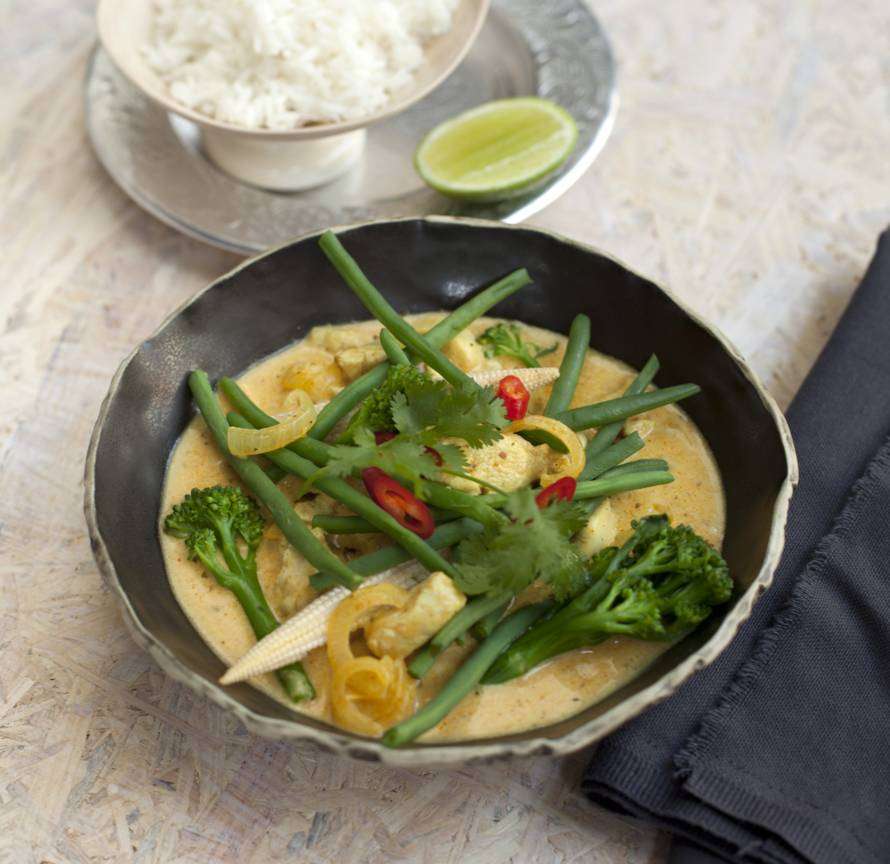 Curry van minigroente met kip