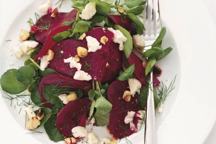Bietensalade met geitenkaas en hazelnoten