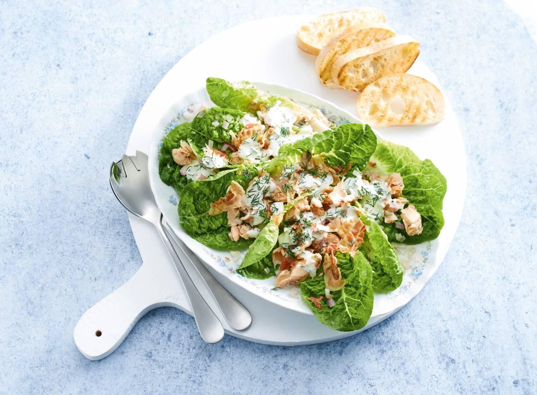 Zalmsalade met pancetta en dillesaus