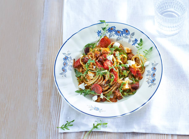 Linguine met chorizo, tomaat en geitenkaas