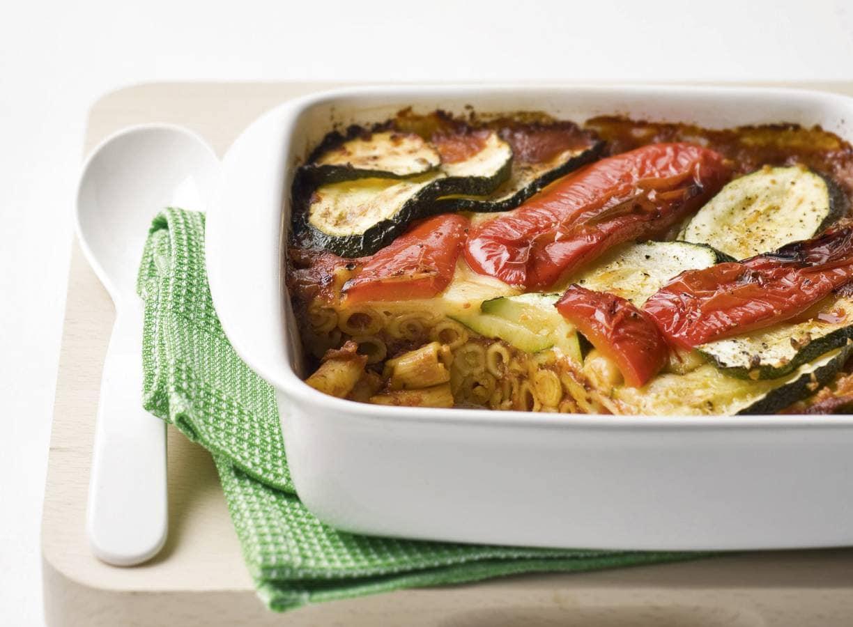 Ovenschotel van pasta en courgette