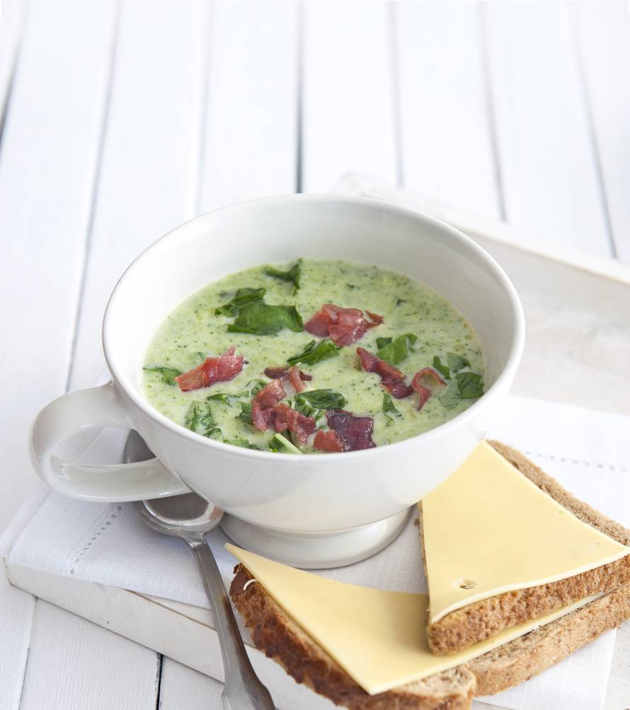 Broccolisoep met rauwe ham