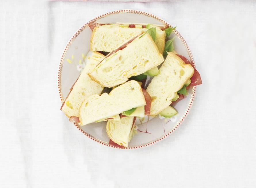 Sandwich rookvlees-avocado