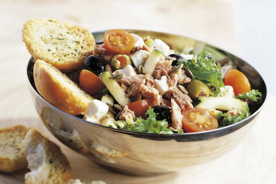 griekse salade met tonijn