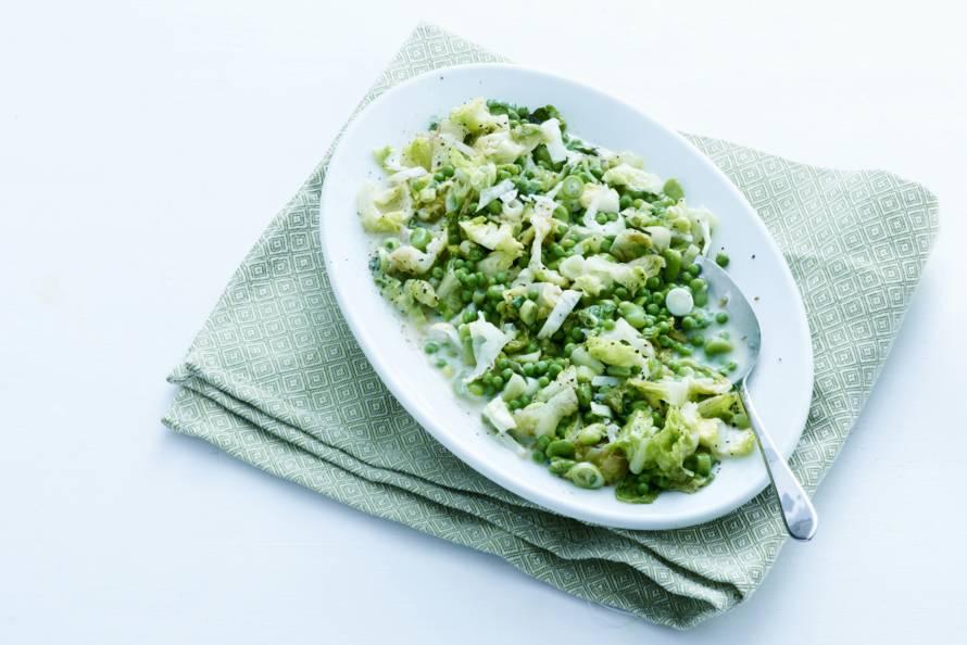 Warme salade van erwten en tuinbonen
