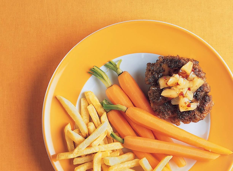 Gehaktburgers met ananassalsa
