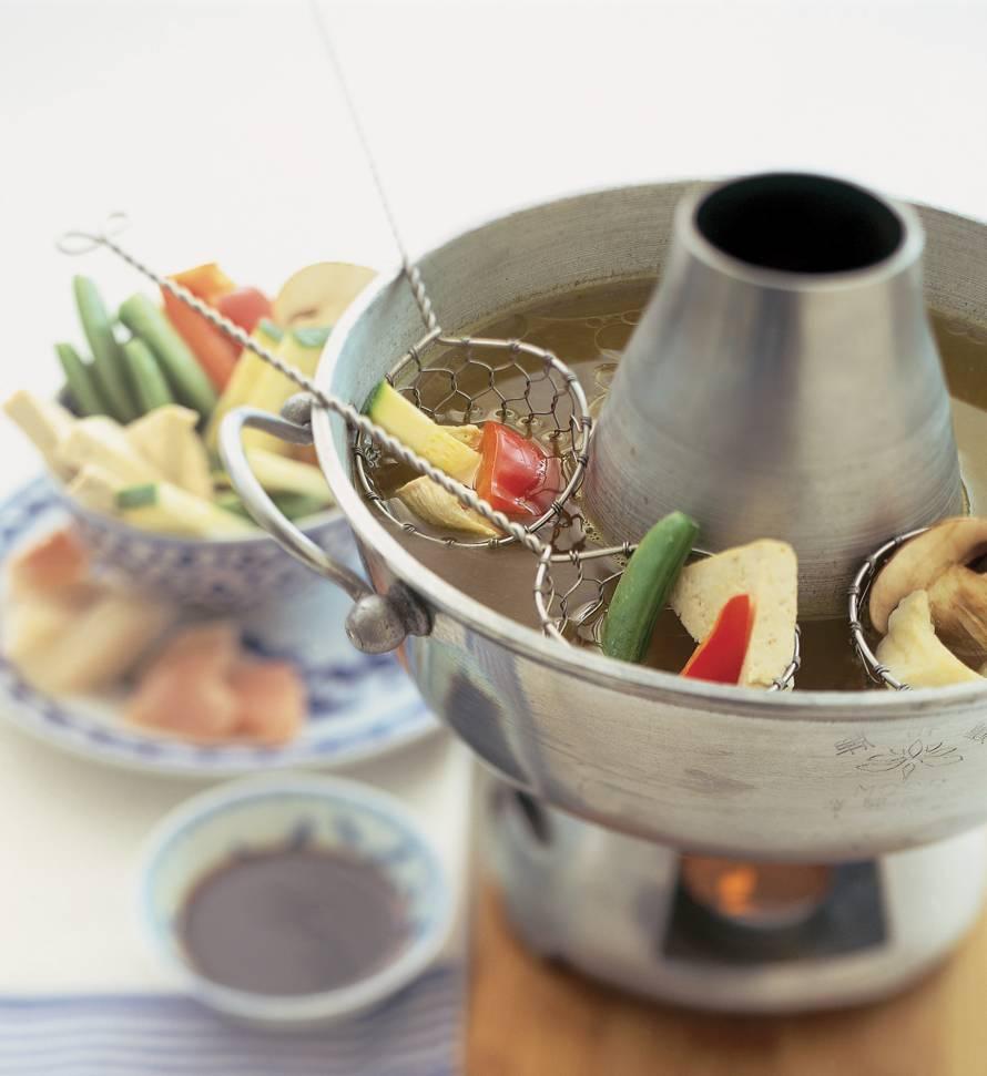 Bouillonfondue met kip, vis en groenten