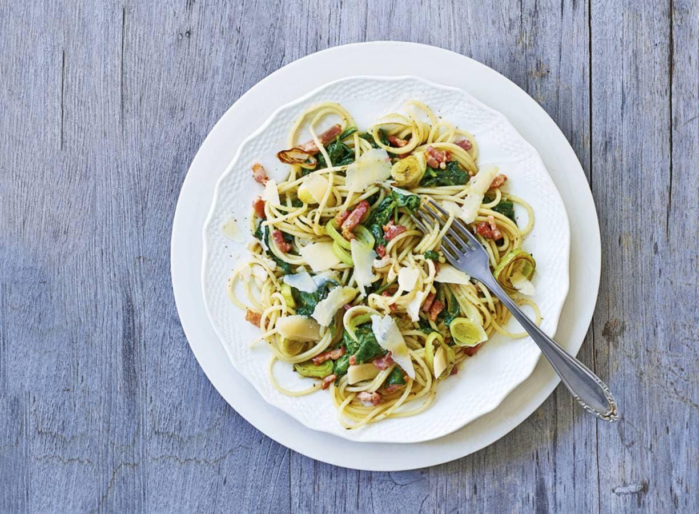 Pasta pesto met spinazie en spekjes