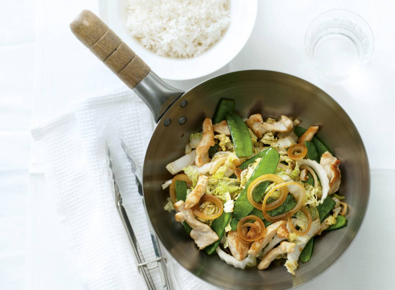 Zoete kip en peultjes uit de wok