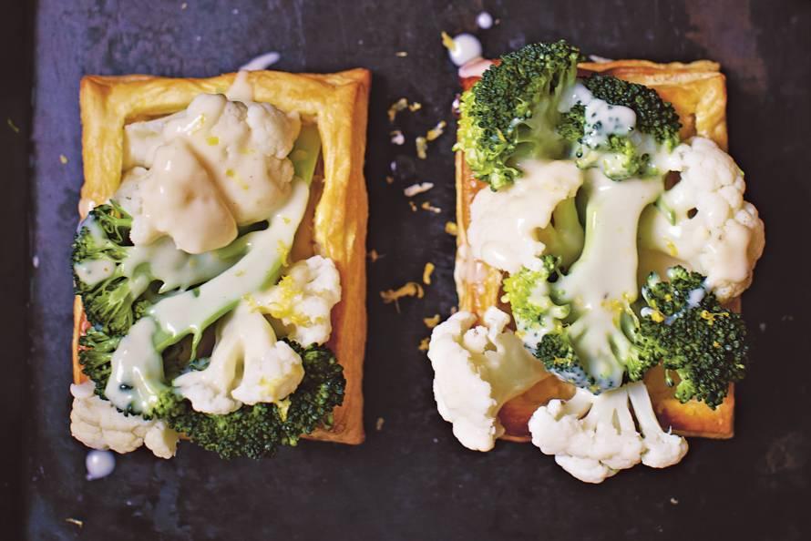 Rachel Khoo's met groenten gevulde bladerdeegbakjes
