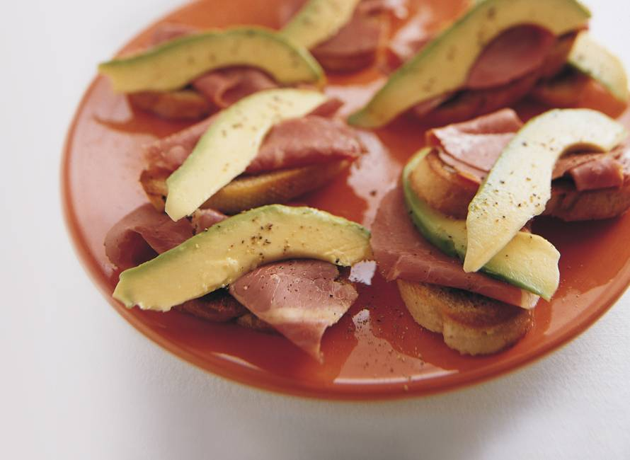 Toast met gerookte ribeye en avocado