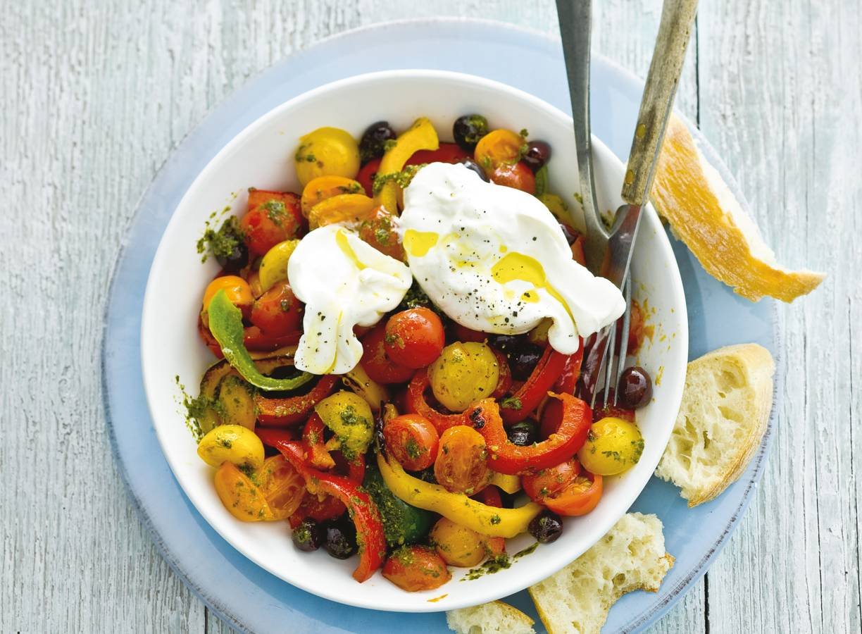 Paprika-tomatensalade met burrata