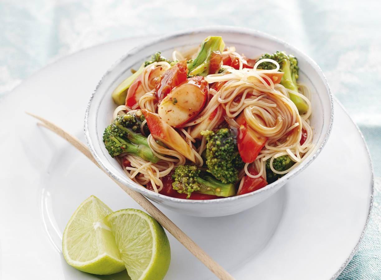 Mihoen met surimi en broccoli