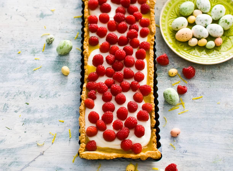 Citroentaart met yoghurt, lemon curd & verse frambozen