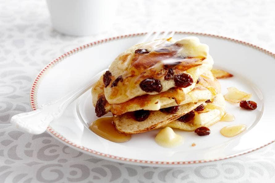 American pancakes met appel, rozijn en honing