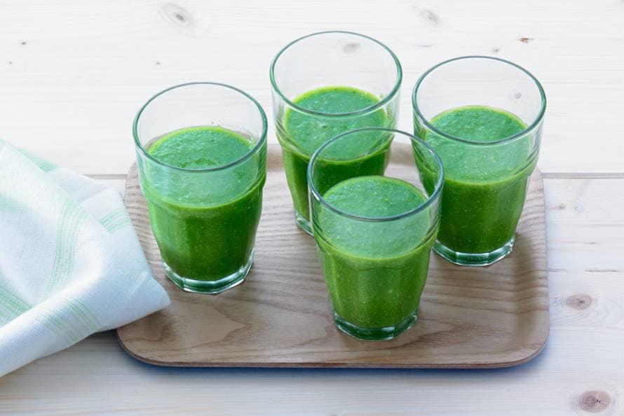 Groene smoothie met spinazie en tarwegras