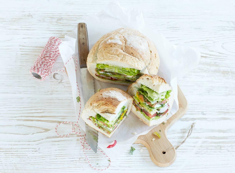Gevuld picknickbrood