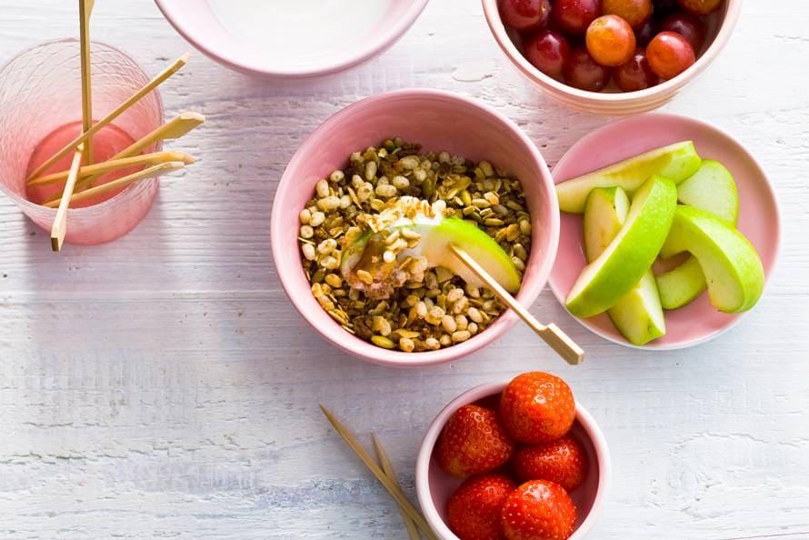 Yoghurtfondue met fruit & ontbijtgranen