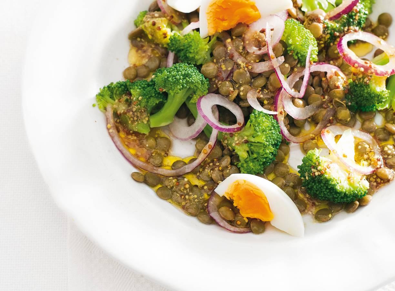 Linzensalade met broccoli en ei