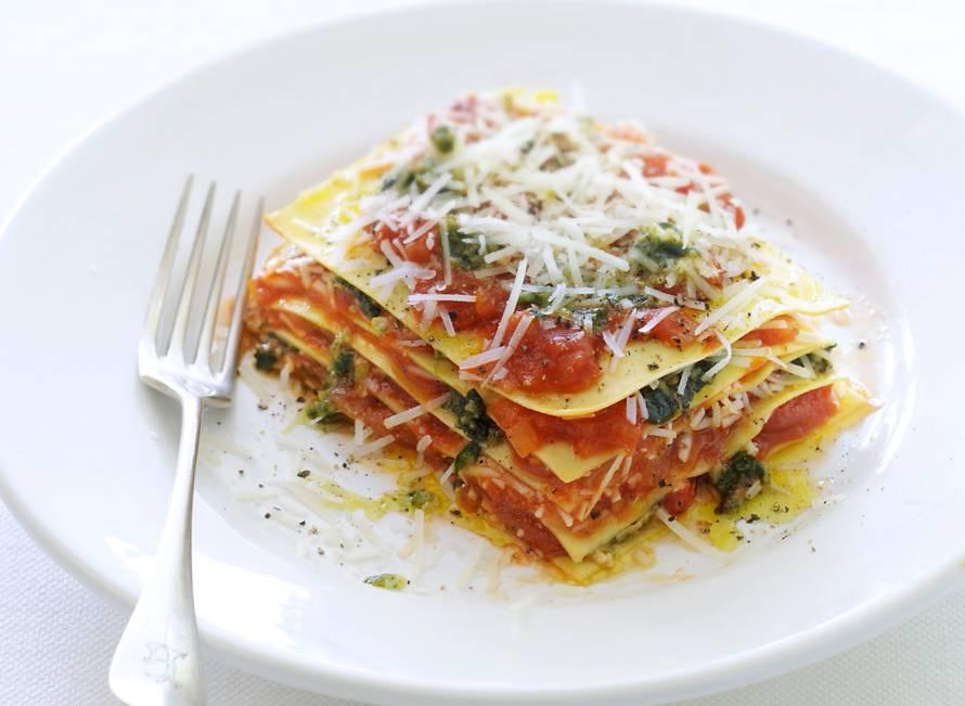 Open lasagne met pesto, pecorino en tomaat