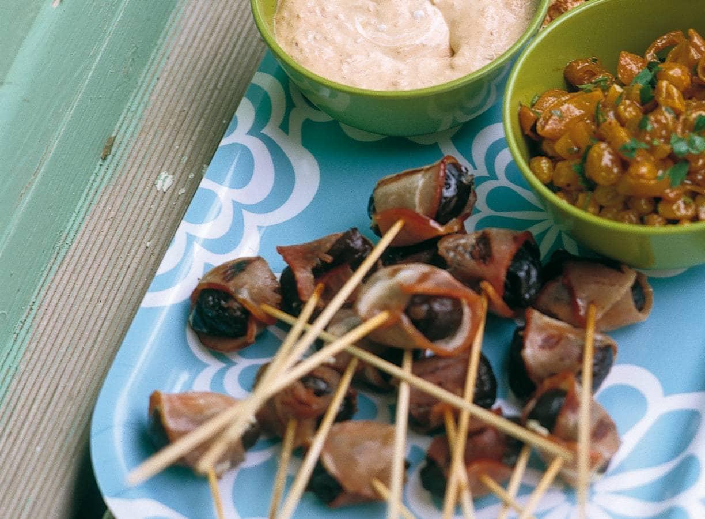 Minispiesjes met pruimen en bacon