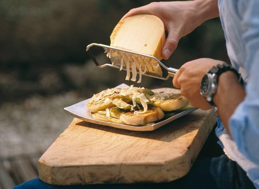 Gegrilde venkel met overjarige Hollandse kaas