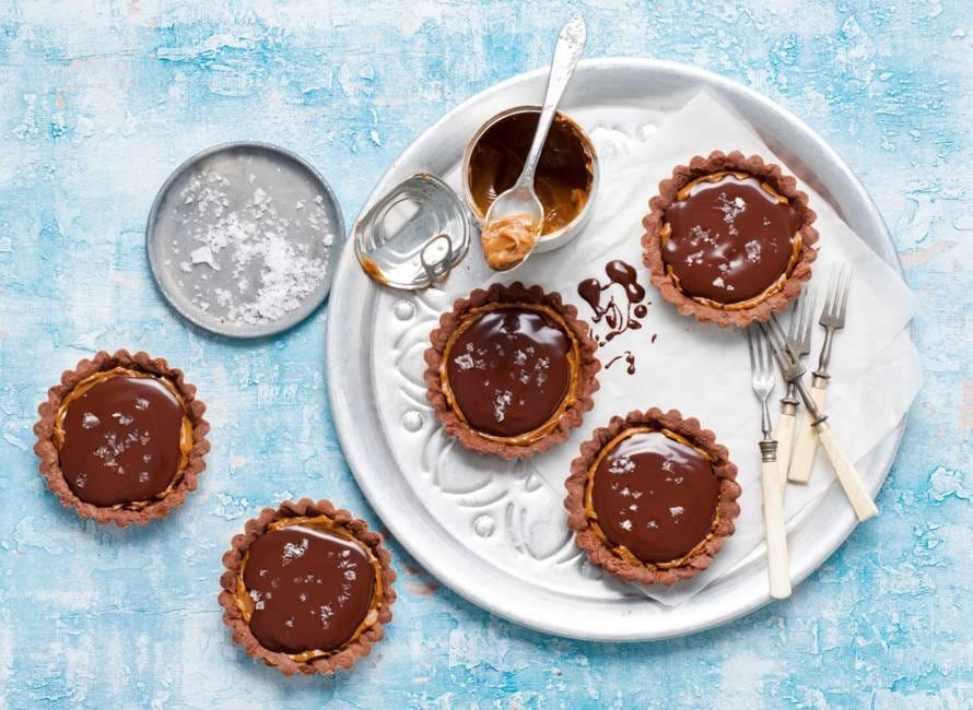 Chocoladetaartjes met karamel en zeezout