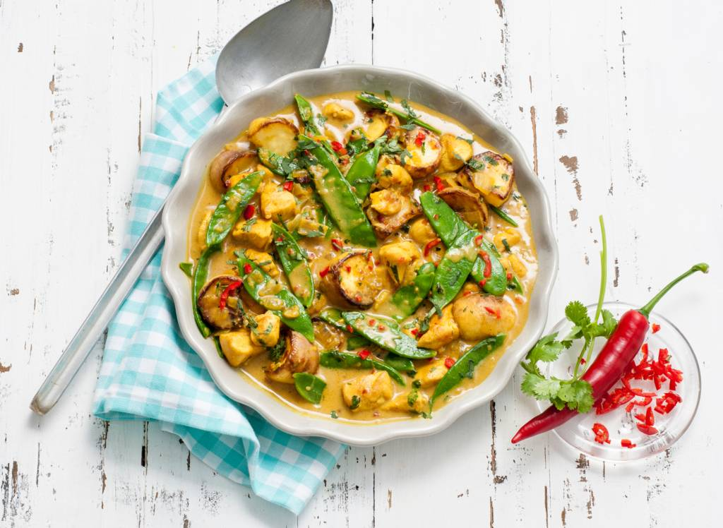 Indiase curry met kokosmelk, kip en meirapen