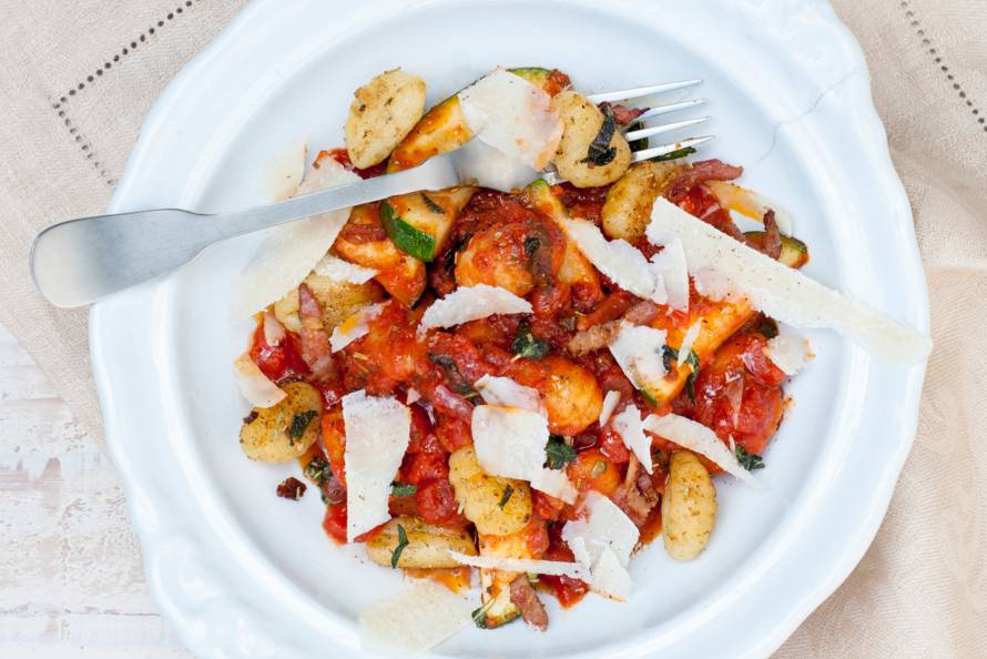 Gnocchi met courgette in tomatensaus