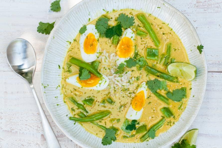 Oosterse soep met rijst en ei