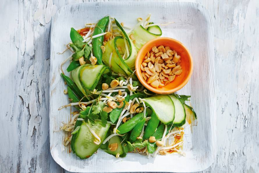 Komkommersalade met sesam-chilidressing