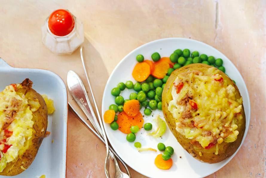Gepofte aardappel met tonijn