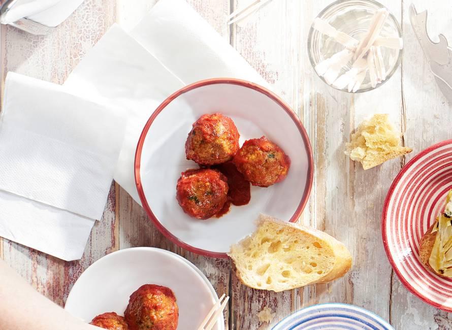 Spaanse gehaktballetjes in pittige tomatensaus (albondigas)