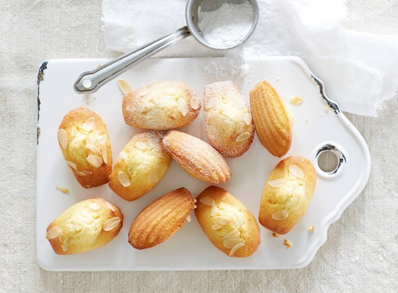 Madeleines met amandel en sinaasappel