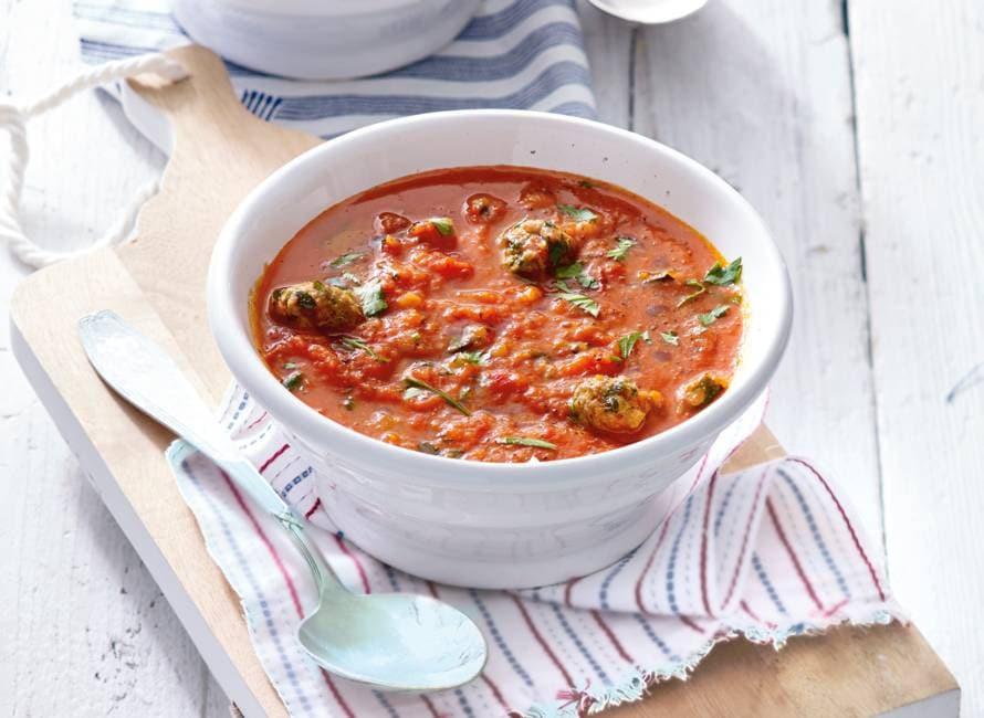 Paprika-tomatensoep met peterselie-gehaktballetjes