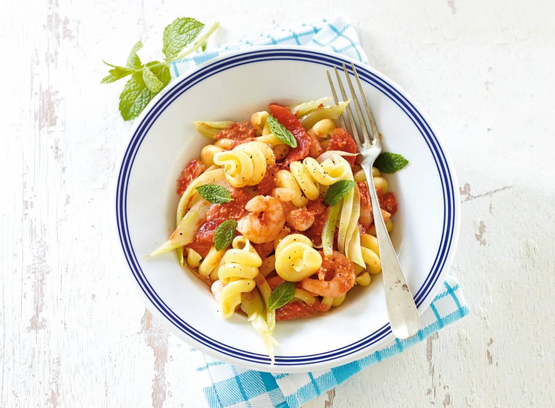 Pasta met tomaat, venkel & garnalen