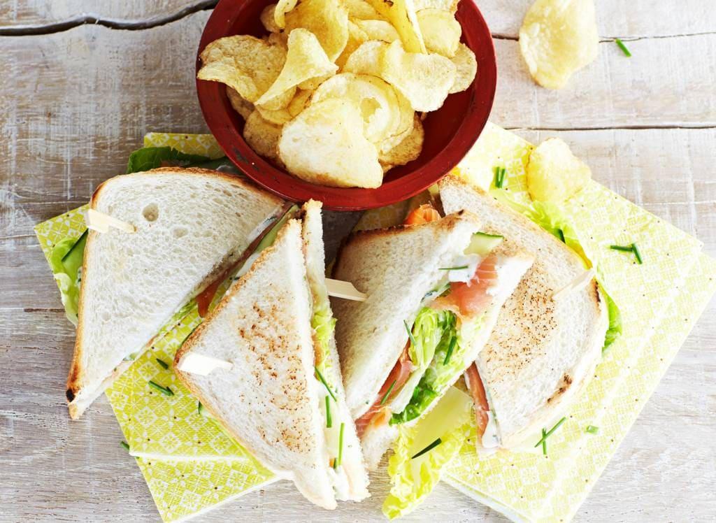 Sandwich zalm met kruidenmayonaise