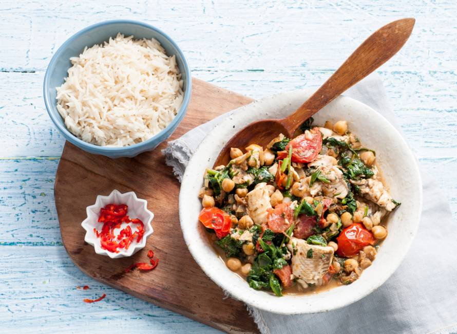 Viscurry met spinazie en kikkererwten