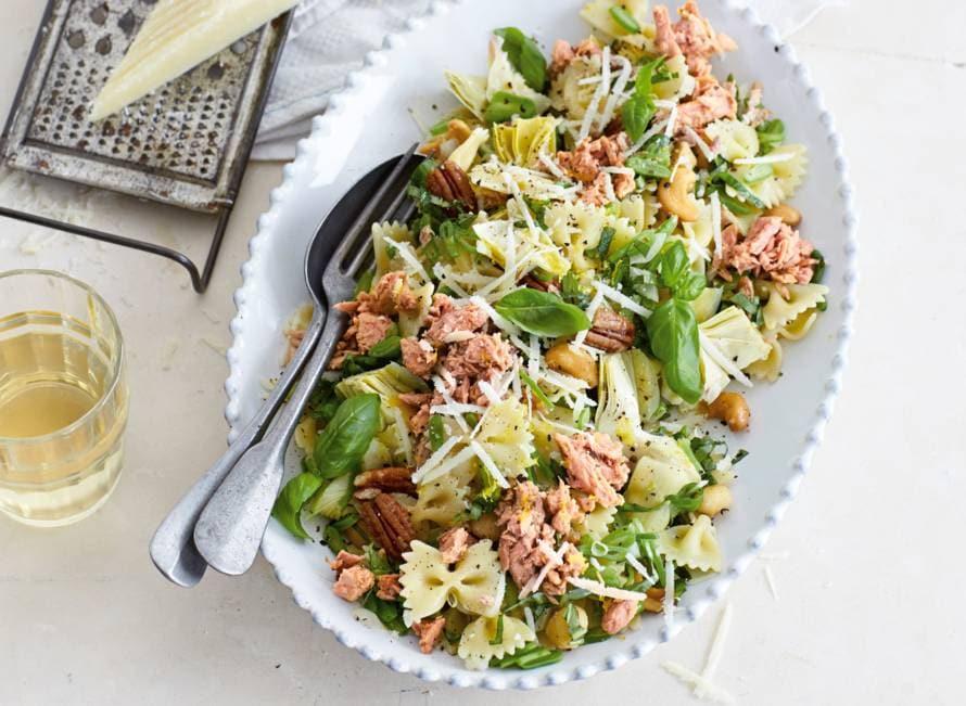 Lauwwarme pastasalade met tonijn, artisjokharten en snijbonen
