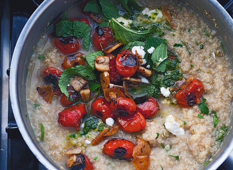 Yotam Ottolenghi's quinoa met gegrilde tomaten en knoflook