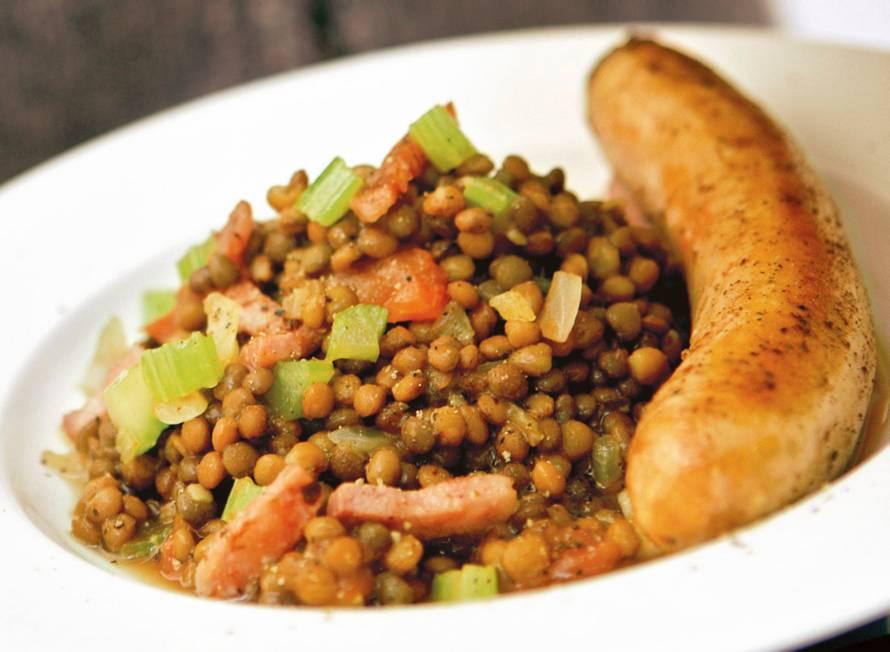 Salsicce con lenticchie (Italiaanse linzenschotel)