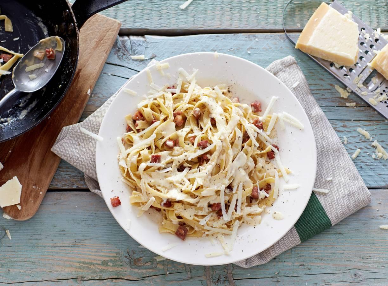 Pasta carbonara met room
