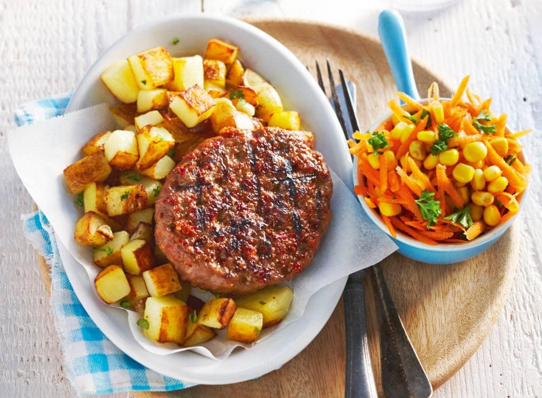 Beefburger met gebakken knoflookaardappelen