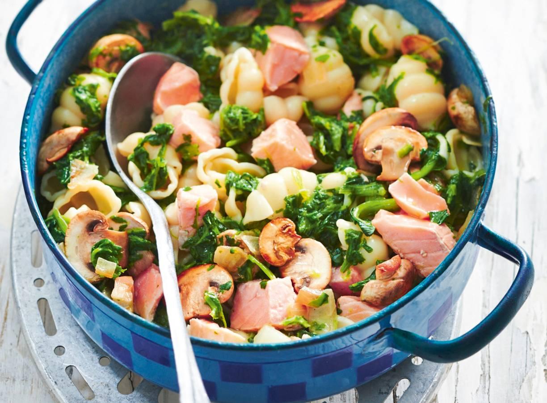 Pasta met zalm en spinazie