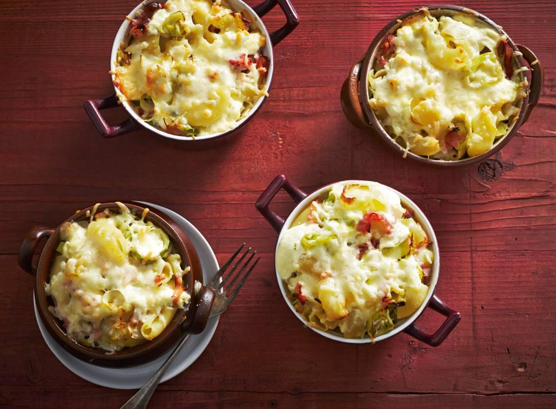 Macaronischoteltjes met kaas, ham en prei